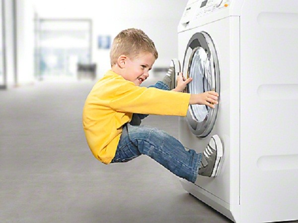 Chia sẻ cách mở cửa máy giặt Electrolux