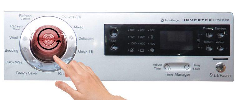 Bạn nhấn nút Easy Iron để chọn chương trình giặt ít nhăn