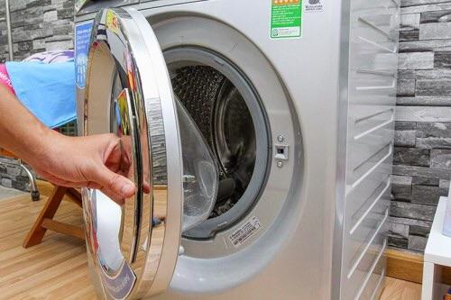 Tại sao máy giặt Electrolux không mở được cửa?