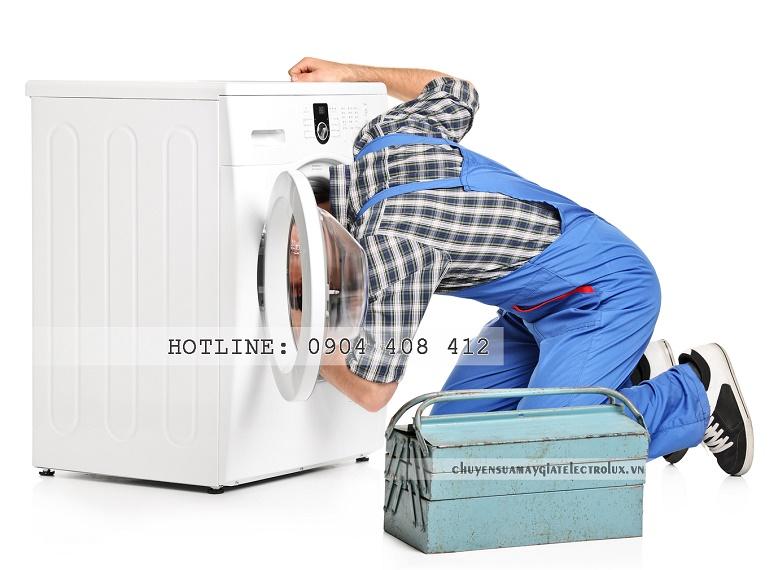 Cách sửa máy giặt Electrolux bị kẹt cửa
