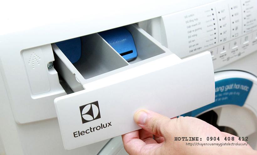 Máy giặt Electrolux cấp nước liên tục